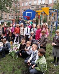 Борис Немцов подарил ярославским школам спортплощадки